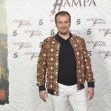 Fernando Cayo posa ante los medios en la presentación de 'Señoras del (h)AMPA'