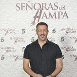 Fernando Coronado posa para presentar 'Señoras del (h)AMPA'