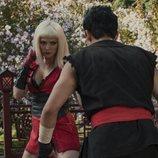 "Roxette lucha contra Lance en ""Striking Vipers"", capítulo 5x01 de  'Black Mirror'"