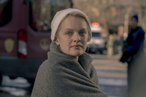 June se arropa en la tercera temporada de 'The Handmaid's Tale'