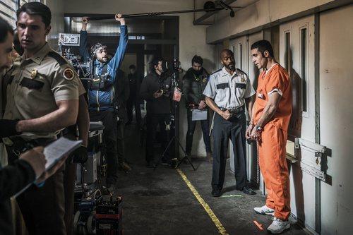Miguel Ángel Silvestre durante el rodaje de 'En el corredor de la muerte'