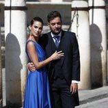 Carla Barber junto a un amigo de Pilar Rubio en la boda de esta con Sergio Ramos