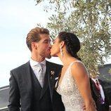 Sergio Ramos y Pilar Rubio besándose en su boda