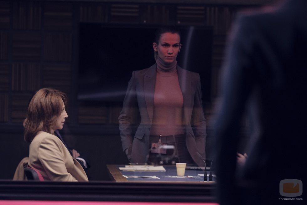 Nathalie Baye es interrogada en un episodio francés de 'Criminal'