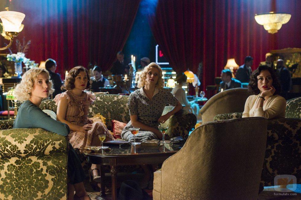 Carlota, Marga, Ángeles y Lidia en la cuarta temporada de 'Las chicas del cable'