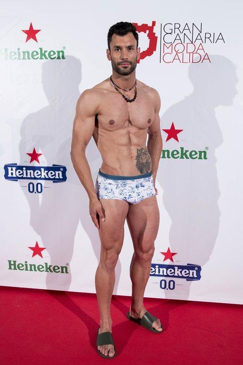 Jorge Pérez posa con bañador en Gran Canaria Moda Cálida