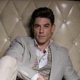 Adrián Lastra, en una pose seductora para Dear Magazine
