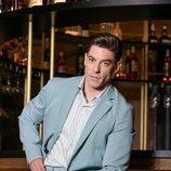 Adrián Lastra posa de traje para Dear Magazine
