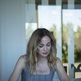Marta Hazas leyendo el guion del especial con que se despide 'Velvet Colección'