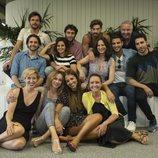 Foto de grupo del reparto de 'Velvet: una navidad para recordar'