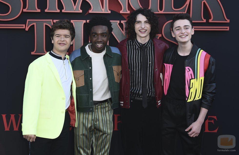 Finn, Caleb, Noah y Gaten acuden a la premiere de la tercera temporada de 'Stranger Things'