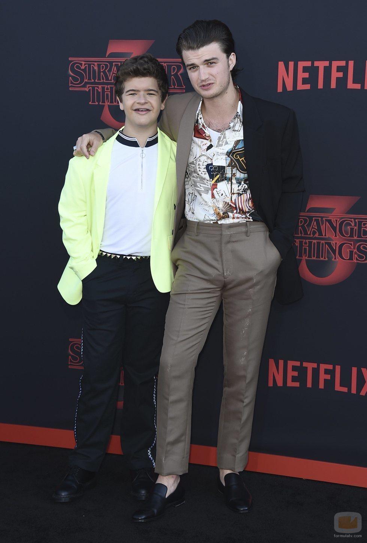 Gaten Matarazzo y Joe Keery, en la premiere de la tercera temporada de 'Stranger Things'
