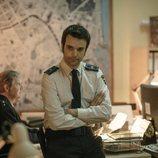 Jon Arias es un agente de policía en 'Perdida'