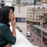 Adriana Paz fuma un cigarro en 'Perdida'