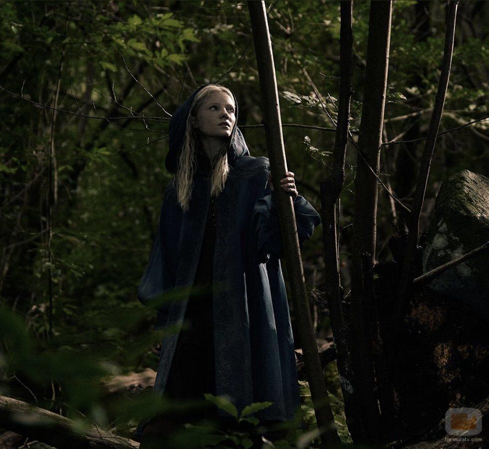 Freya Allan interpreta a Ciri en 'The Witcher'