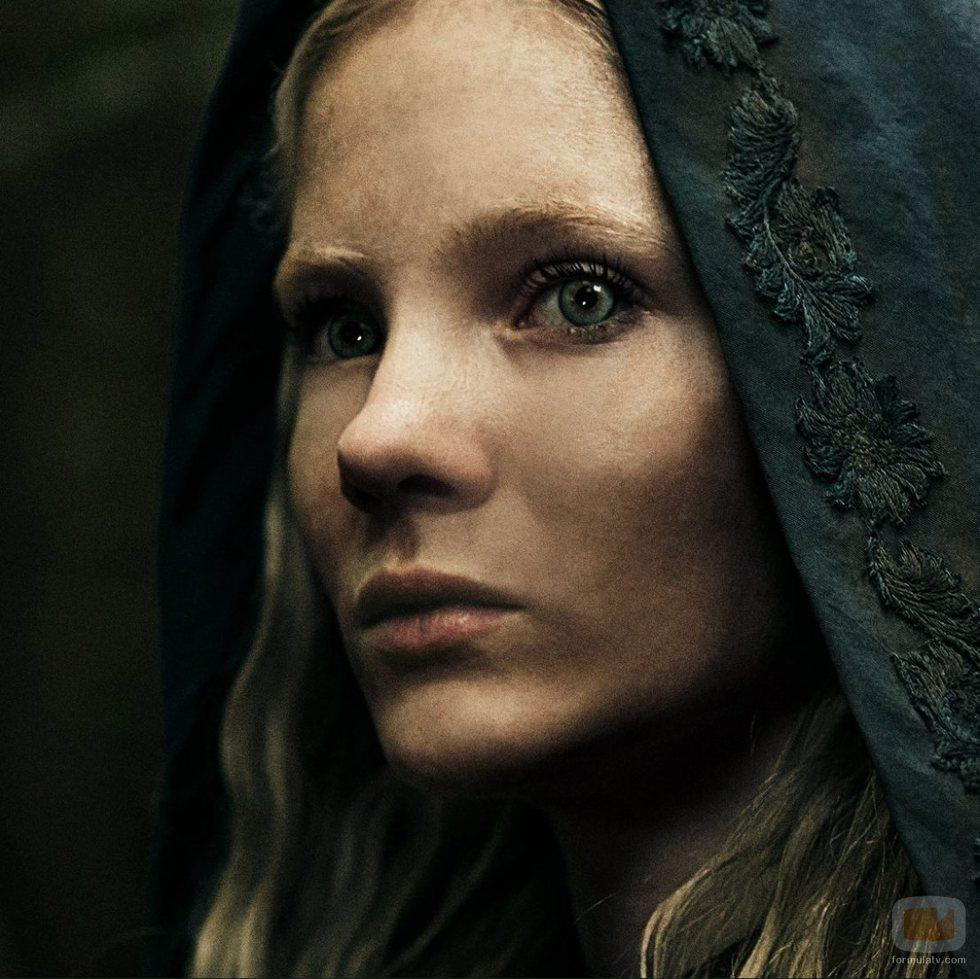 Ciri observa atentamente en 'The Witcher'