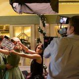 Pedro y Rita bailan en el final de 'Velvet colección'