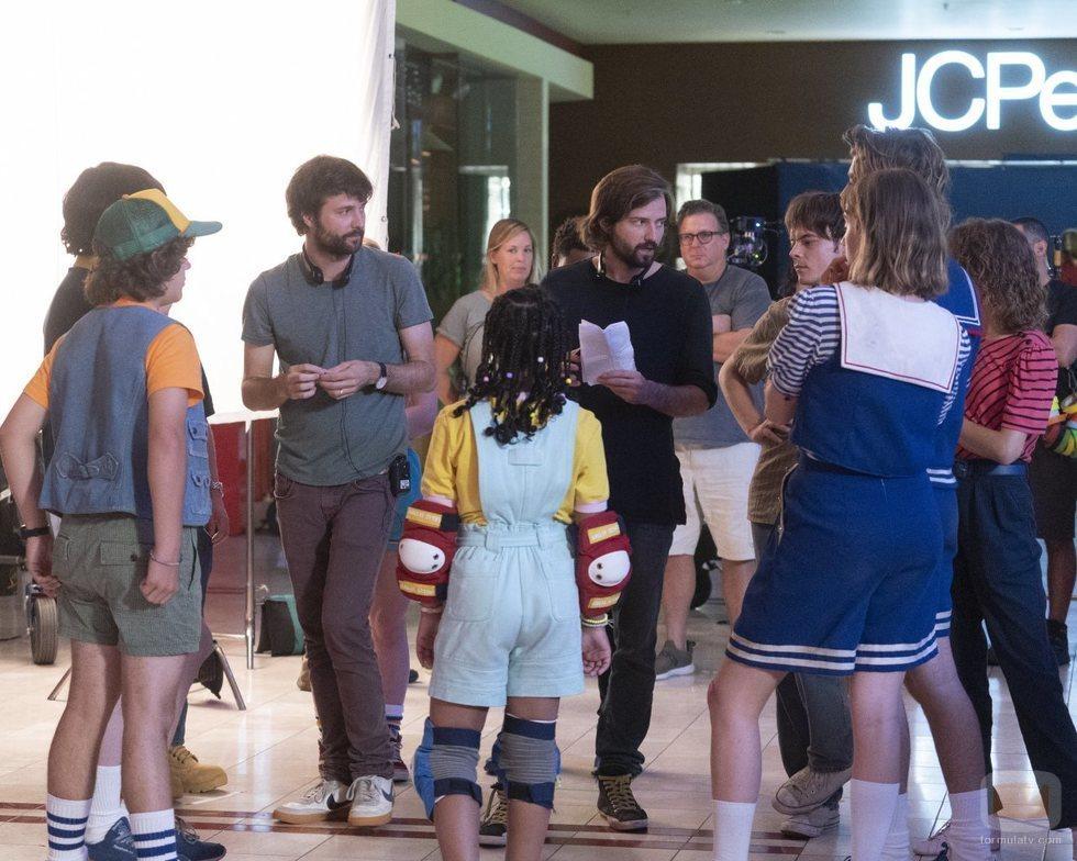 Parte del equipo en el rodaje de la tercera temporada de 'Stranger Things'