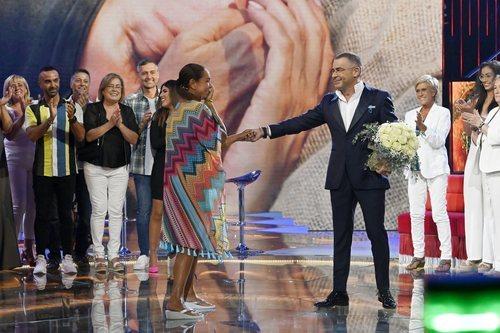 Isabel Pantoja saluda a Jorge Javier Vázquez en 'Supervivientes 2019'