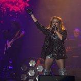 Paulina Rubio cantando en el concierto de 'La Voz'