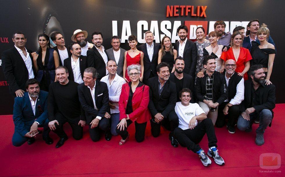El equipo de 'La Casa de Papel' en la premiere de la tercera temporada