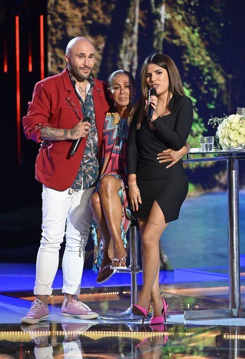 Isabel Pantoja abraza a sus hijos en 'Supervivientes 2019'