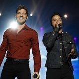Luis Fonsi y David Bisbal, juntos en el concierto de 'La Voz'