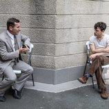 Antonio de la Torre y Àlex Monner dialogan en el rodaje de 'La línea invisible'