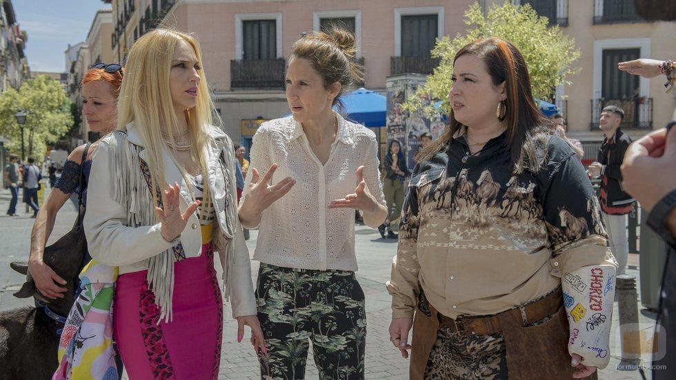 Manuela Burló Moreno dirige a las protagonistas de 'Por H o por B'