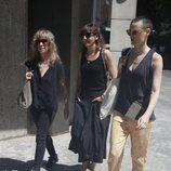 Nathalie Seseña, Malena Alterio y Laura Pamplona en el tanatorio por la muerte de Eduardo Gómez