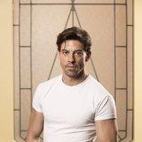 Adrián Lastra posa en el rodaje de 'Velvet colección'