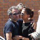 Daniel Guzmán y Macarena Gómez en el tanatorio por la muerte de Eduardo Gómez