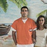 Miguel Ángel Silvestre y Marisé Álvarez en una imagen episódica de 'En el corredor de la muerte'