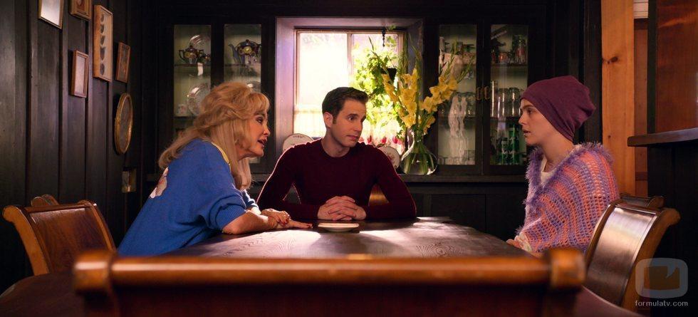 Jessica Lange, Ben Platt y Zoey Deutch, en 'The Politician'