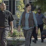 El padre Gabriel Stokes, el doctor Eugene Porter y Siddiq en la décima temporada de 'The Walking Dead'