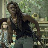Michonne protege a Judith y RJ Grimes en la décima temporada de 'The Walking Dead'