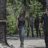 Michonne camina junto a Daryl en la décima temporada de 'The Walking Dead'