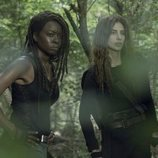Michonne y Magna en la décima temporada de 'The Walking Dead'