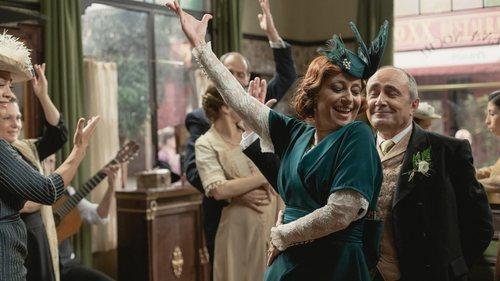 Carmen y Ramón bailan y disfrutan en su boda en 'Acacias 38'
