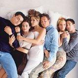 Los actores de 'Friends' posan en la cama