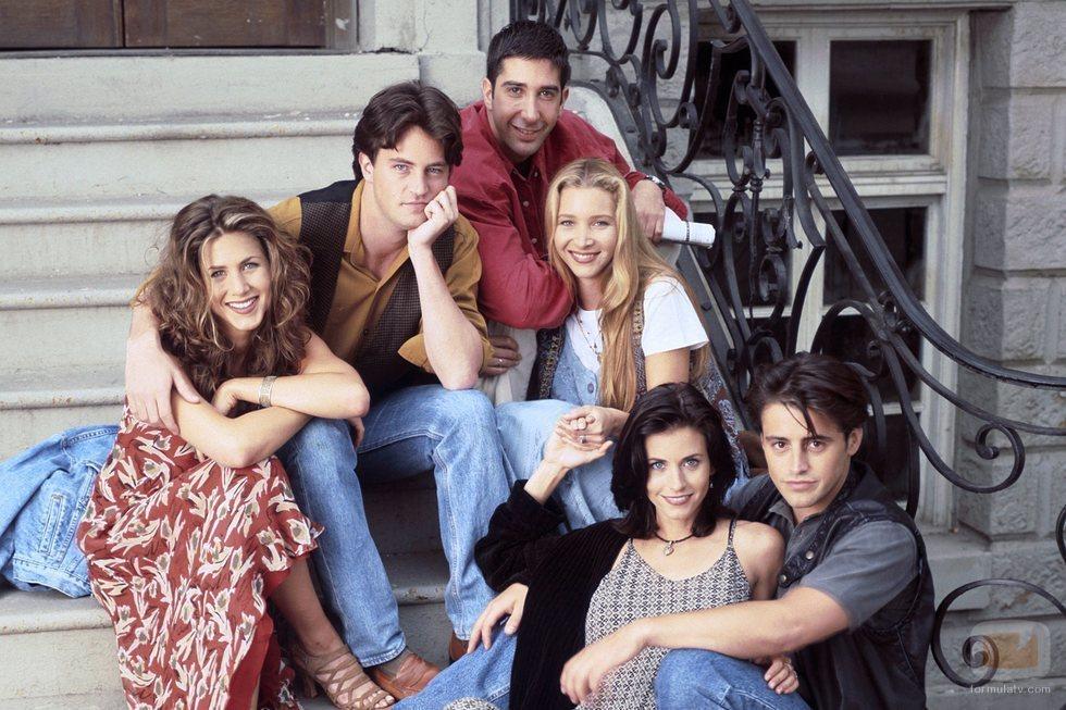 Los actores de 'Friends' posan en la escalera