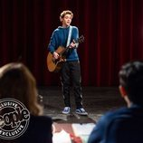 Ricky toca la guitarra en 'High School Musical'