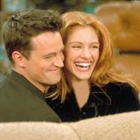 Matthew Perry y Julia Roberts en 'Friends'