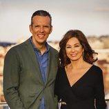 Joaquín Prat y Ana Rosa Quintana en la sesión de fotos de lo nuevo de 'El programa de Ana Rosa'