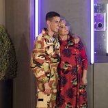El Cejas y Mila Ximénez, abrazados en la Gala 1 de 'GH VIP 7'