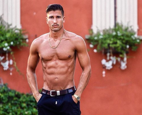 Gianmarco Onestini, muy sexy sin camiseta
