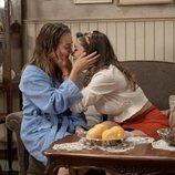 Amelia y Luisita se besan en 'Amar es para siempre'