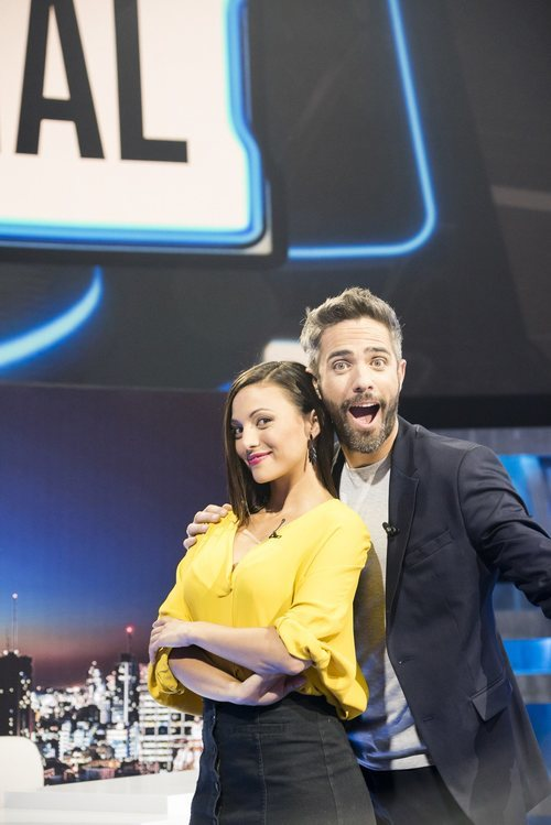 Roberto Leal y Elisa Mouliaá en 'Vaya crack'