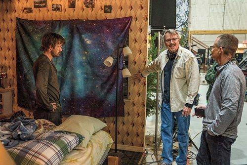 Aaron Paul, Vince Gilligan y Marshall Adams en el set de 'El Camino: Una película de Breaking Bad'