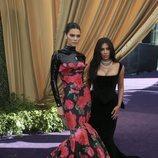 Kendall Jenner y Kim Kardashian, en la alfombra roja de los Emmy 2019